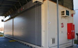 Food and beverage storage unit